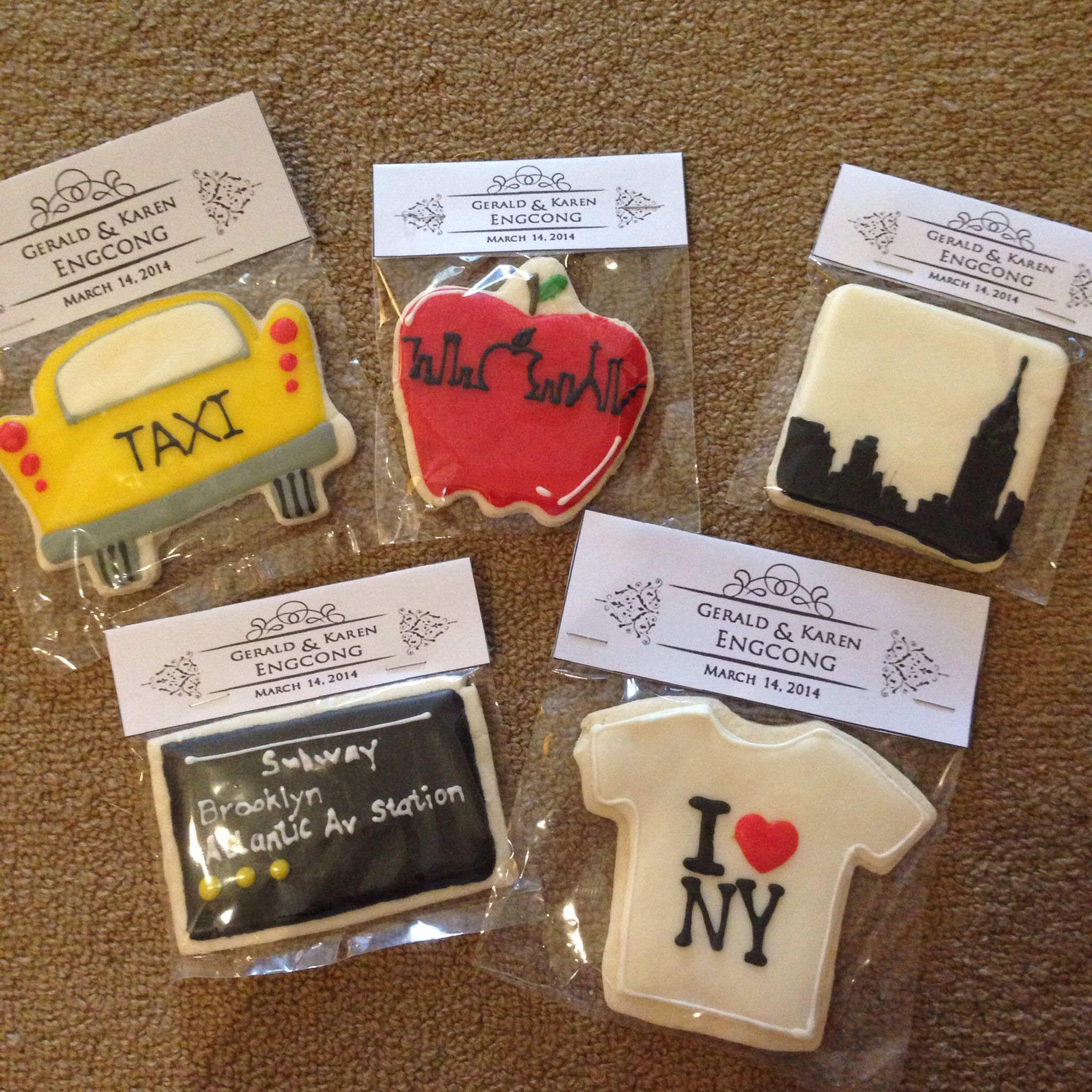 Custom made NY themed cookies as favors for our guests. #weddingfavors #NYthemedcookies  #awesomecookies Photo by #niceprintphotography