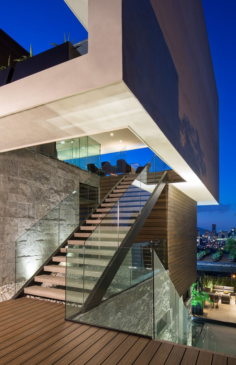 MT House: Sleek Modern Home with Views of the City in Monterrey ...