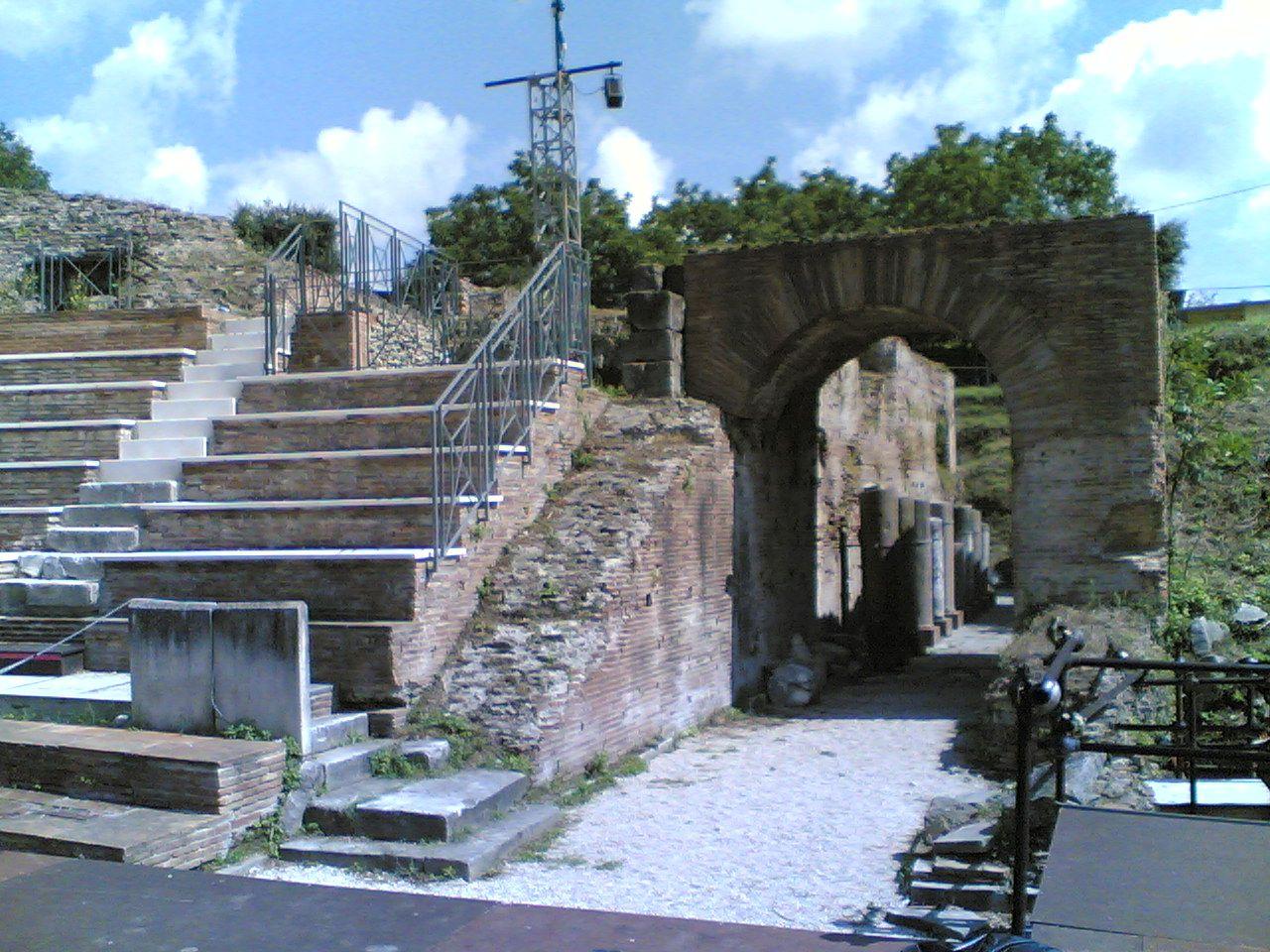 Teatro Romano, parodos orientale