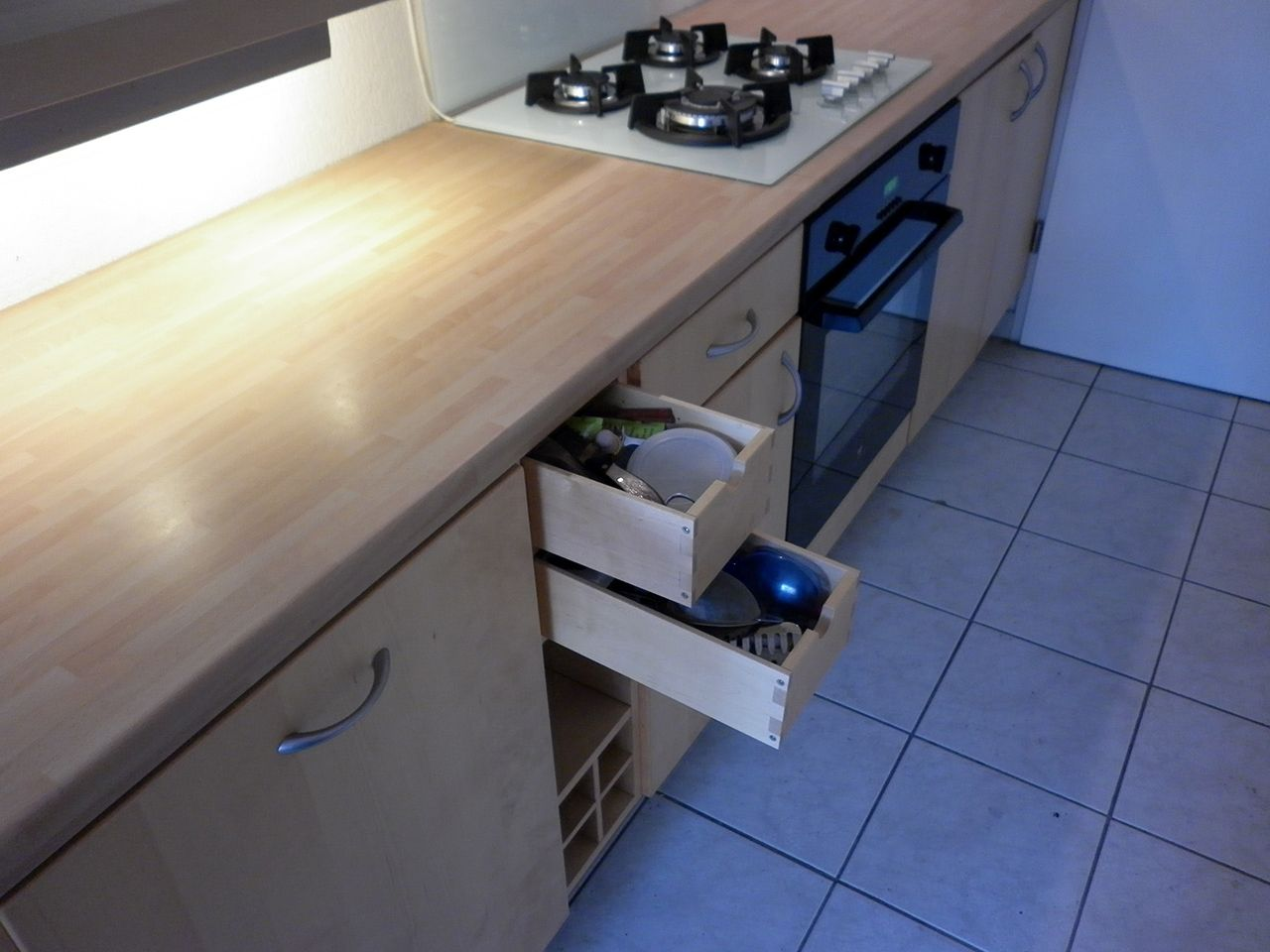 vendu prix 250 cuisine ikea avec 5 l ments bas comprenant 1x meuble range casseroles. Black Bedroom Furniture Sets. Home Design Ideas