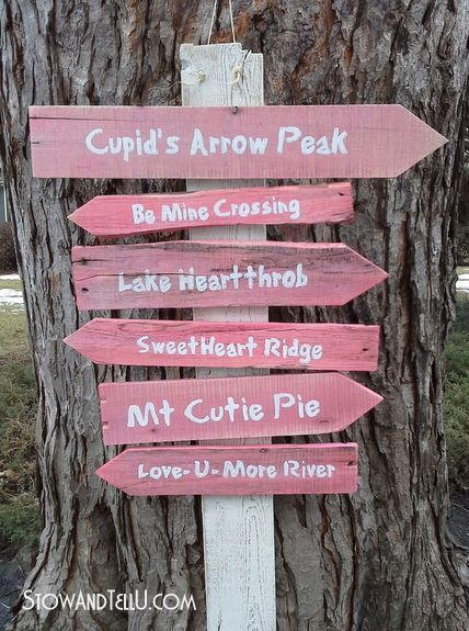 A DIY Valentine\'s Day inspired trail sign made from pallet slats ...