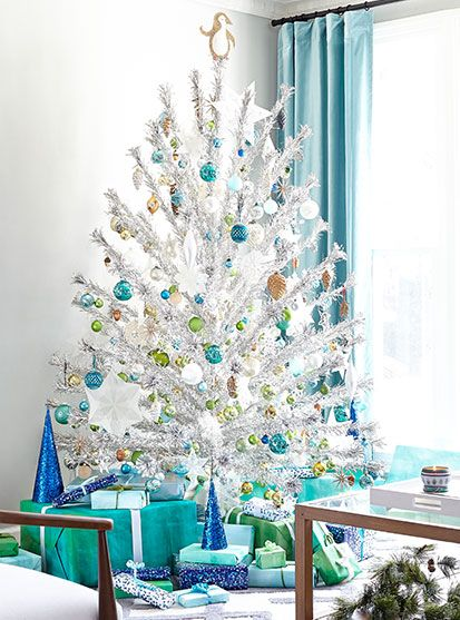 the throwback christmas tree trend thats making a comeback - Silver Tinsel Christmas Tree
