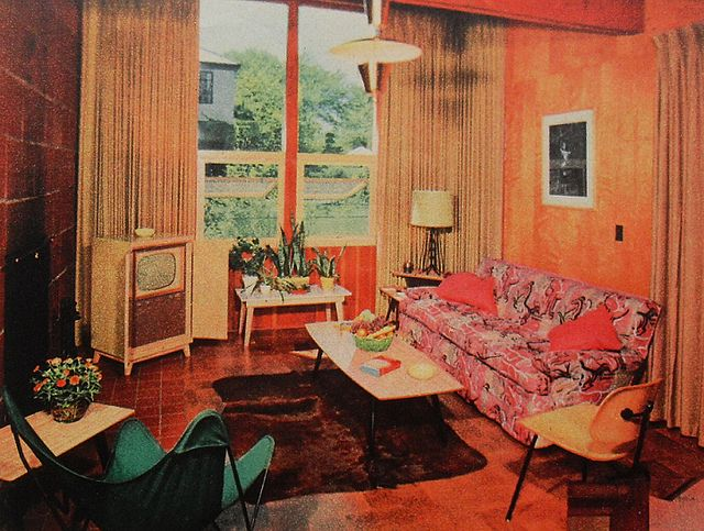 1950s tv room patterned couch vintage interior design for Apartment design retro