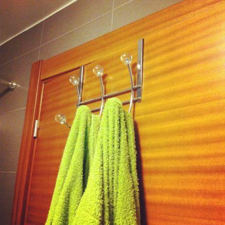 Baños impecables y armónicos | Ganchos para colgar, Baños ...