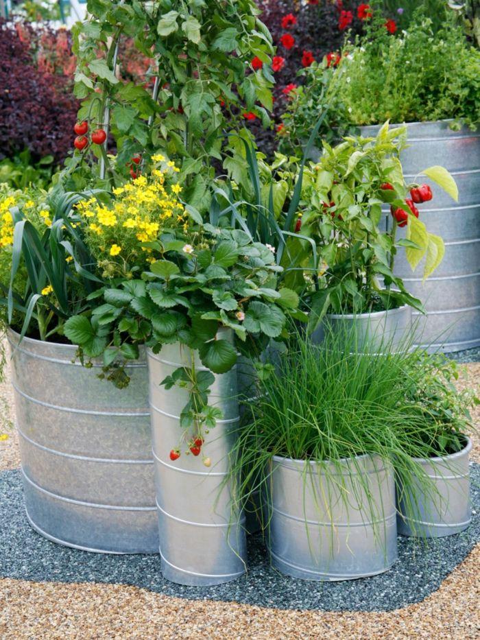 große pflanzkübel rustikaler look garten pflanzen ...