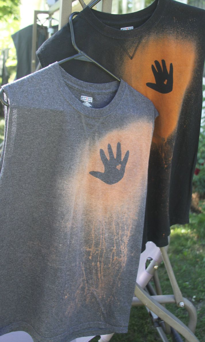 handprintshirt....Hey, I'd like this for ME!....with Both my kids' hands on it.