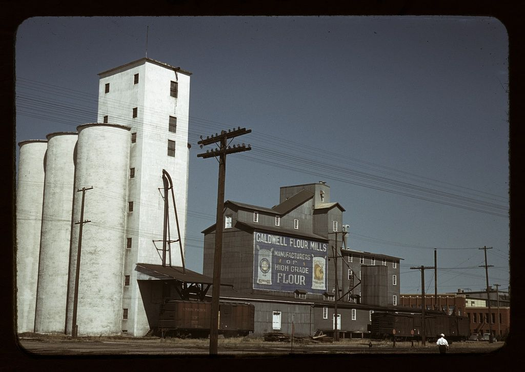 Russell Lee - Grain elevators and flour mill, Caldwell, Idaho (1941)