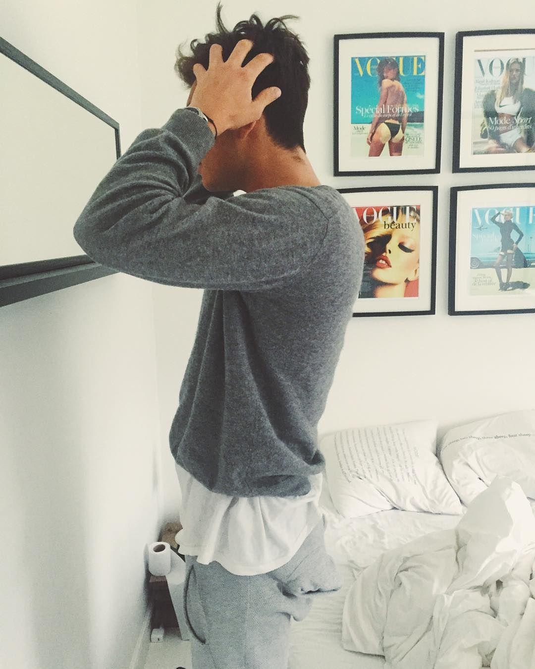 """Godmorgen skat  #morgenhår#sunday#morning#snooze#greyshades#sleepysleepy"""