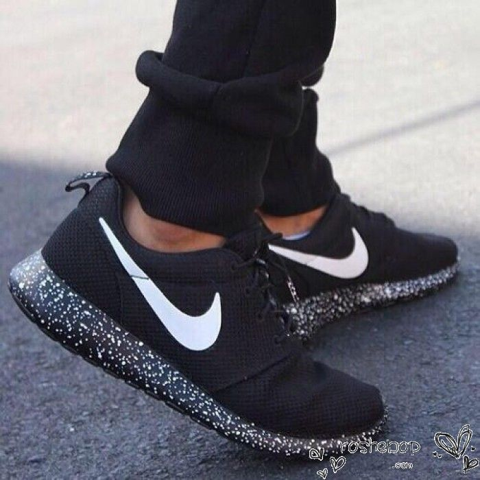 nike roshe run black white speckled
