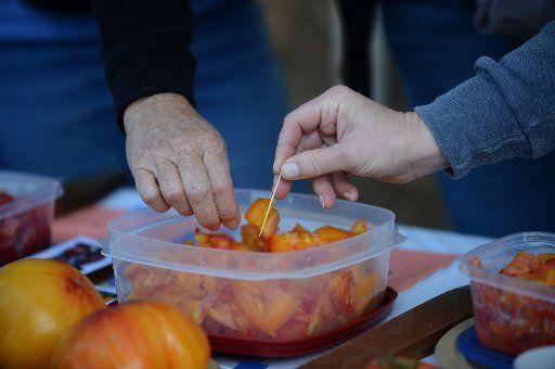 Yummy tomatoes. (Photo by Dan Honda)