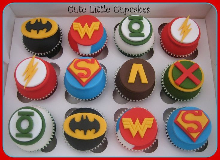 Justice League Cupcakes With Images Justice League Cake