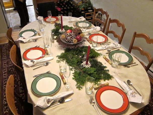 Interior Elegant And Simple Christmas Dining Table Decoration Simple Christmas Oval Dining Table With Pine Garland Also Fruits Arrangement Centerpiece And Woo
