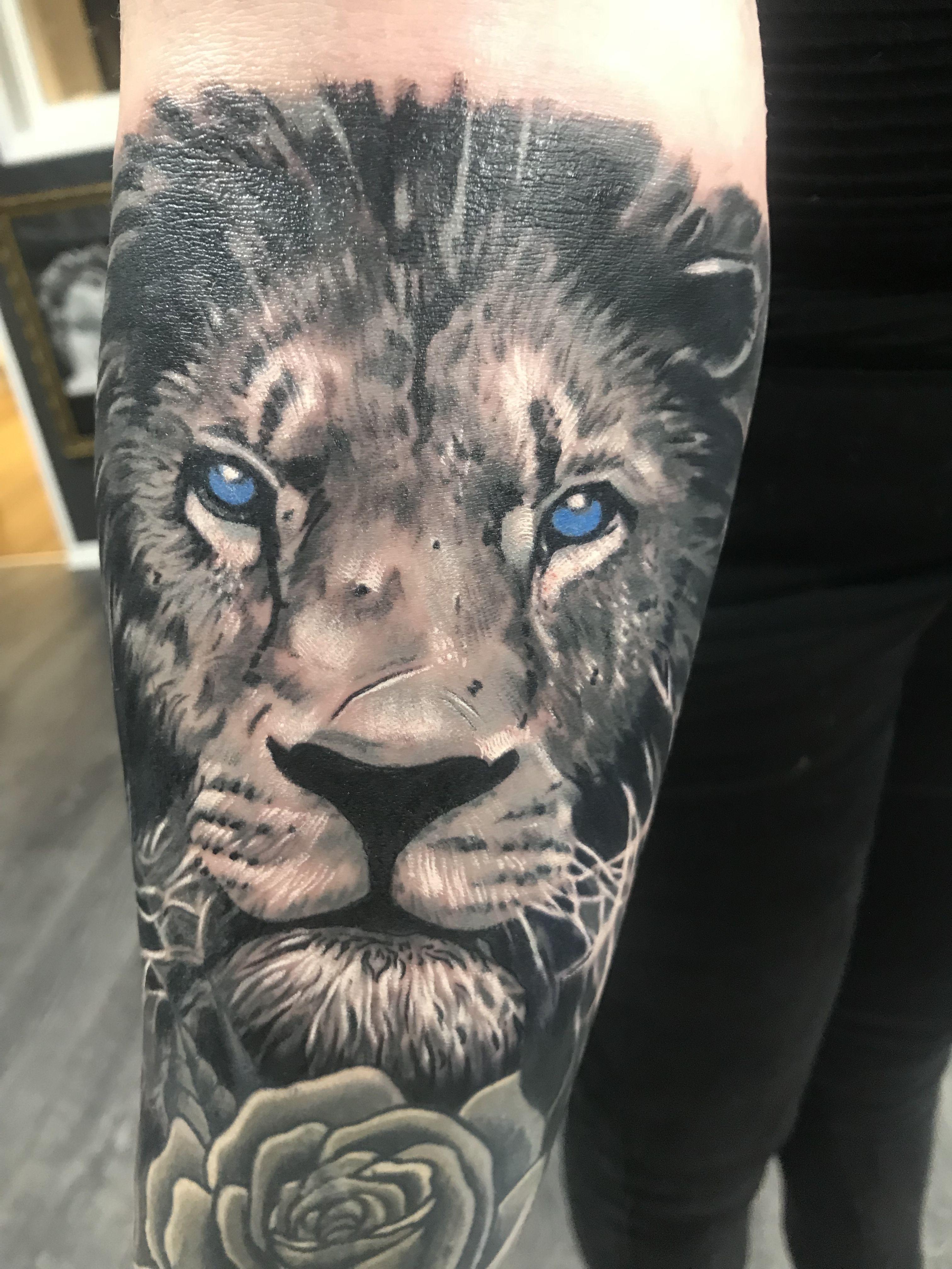 Lion Tattoo Artist Dan Keny Www Holytrinitytattoos Co Uk Holytrinitytattoos Gmail Com Send Us A Message Call Us On 07963606034 Tatuajes