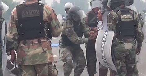 osCurve   Contactos : Perú: Video muestra a policía 'armando' a un manif...