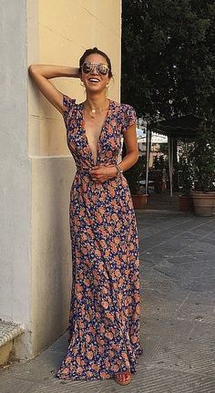012fd5ef5ec40 Floral print long maxi dress? Yes, please. The perfect outfit to throw on  for summer! #summerdresseslong
