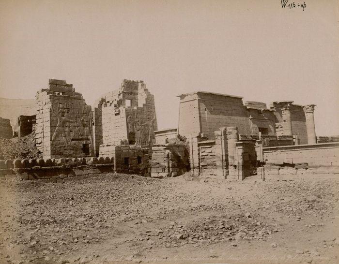 Xixe Siecle Thebes Medinet Abou Vue Generale Triangulaire Du Temple De Touthmes Ii Et De Ramses Ii Avec Images Architecture Antique Ramses Ii Egypte Ancienne