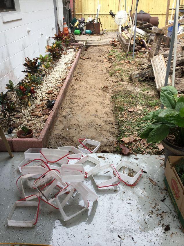 Diy Stepping Stone Walkway On A Budget Crafts Diy Stone Walkway