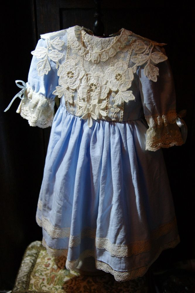 Beautiful dress for France or German antique doll 24-25+ detachable collar !!!