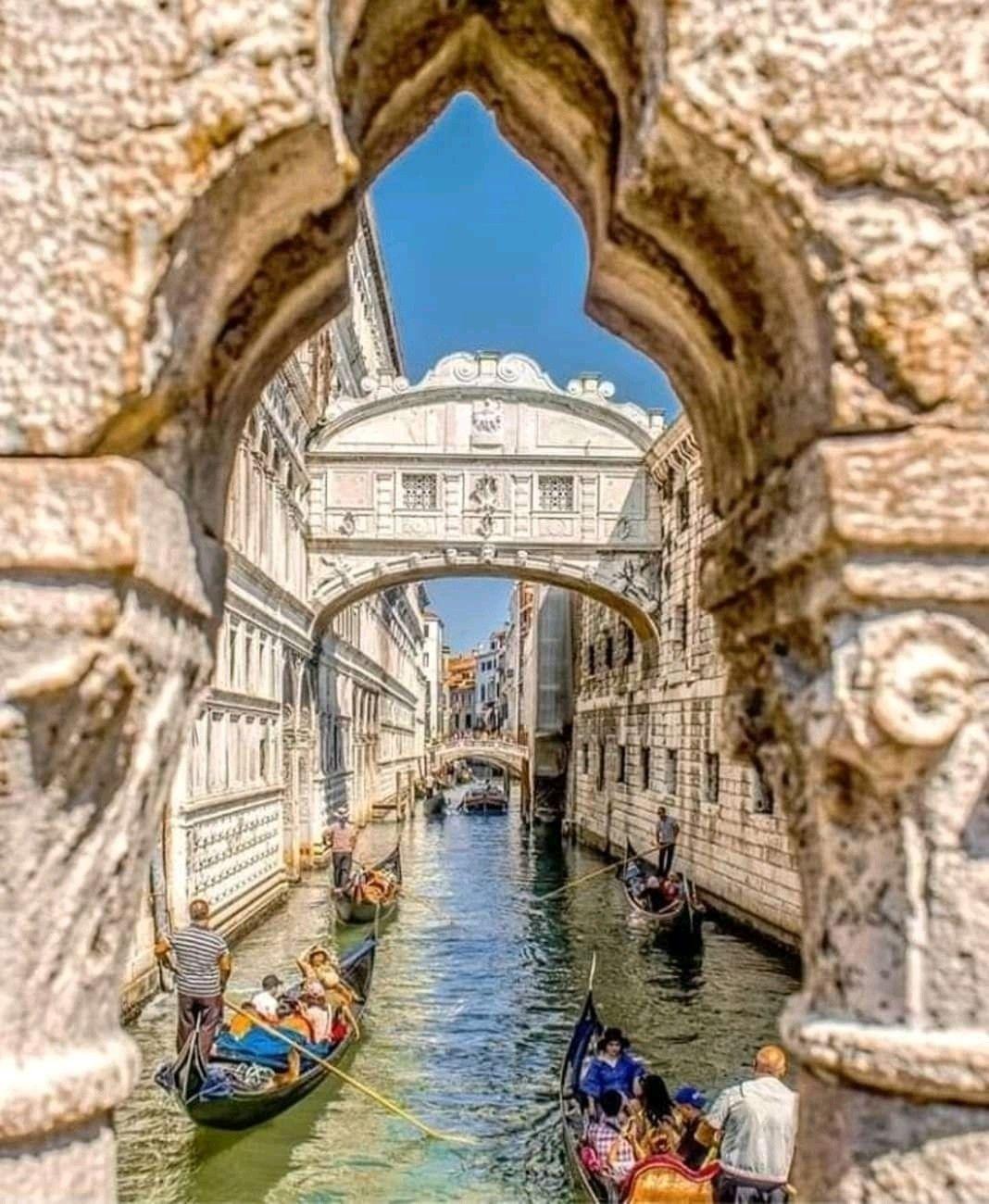 Vista Del Canal Y Puente De Los Suspiros Venecia Italia Viajar A Italia Paisajes De Italia Puente De Los Suspiros