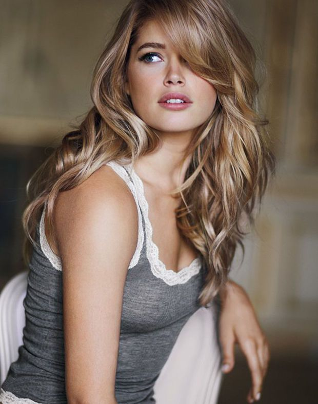 Doutzen Kroesu0027 side swept bangs httpbeautyeditorca20160107best hairstyle for long face curly hair The