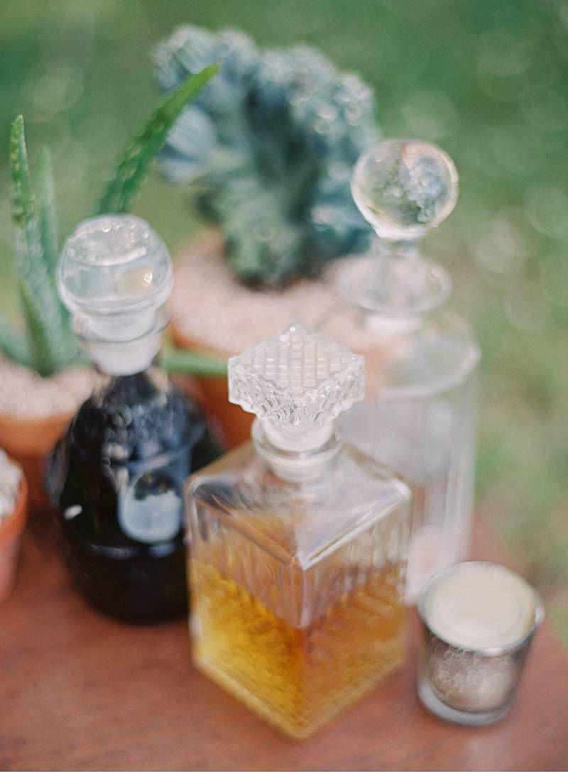 Little jars with drinks inside, mediterranean wedding decor, mediterranean plants, Hochzeitsinspiration Mediteran, mediteranes feeling, Hochzeitsdekoration, Hochzeitsthema, wedding theme