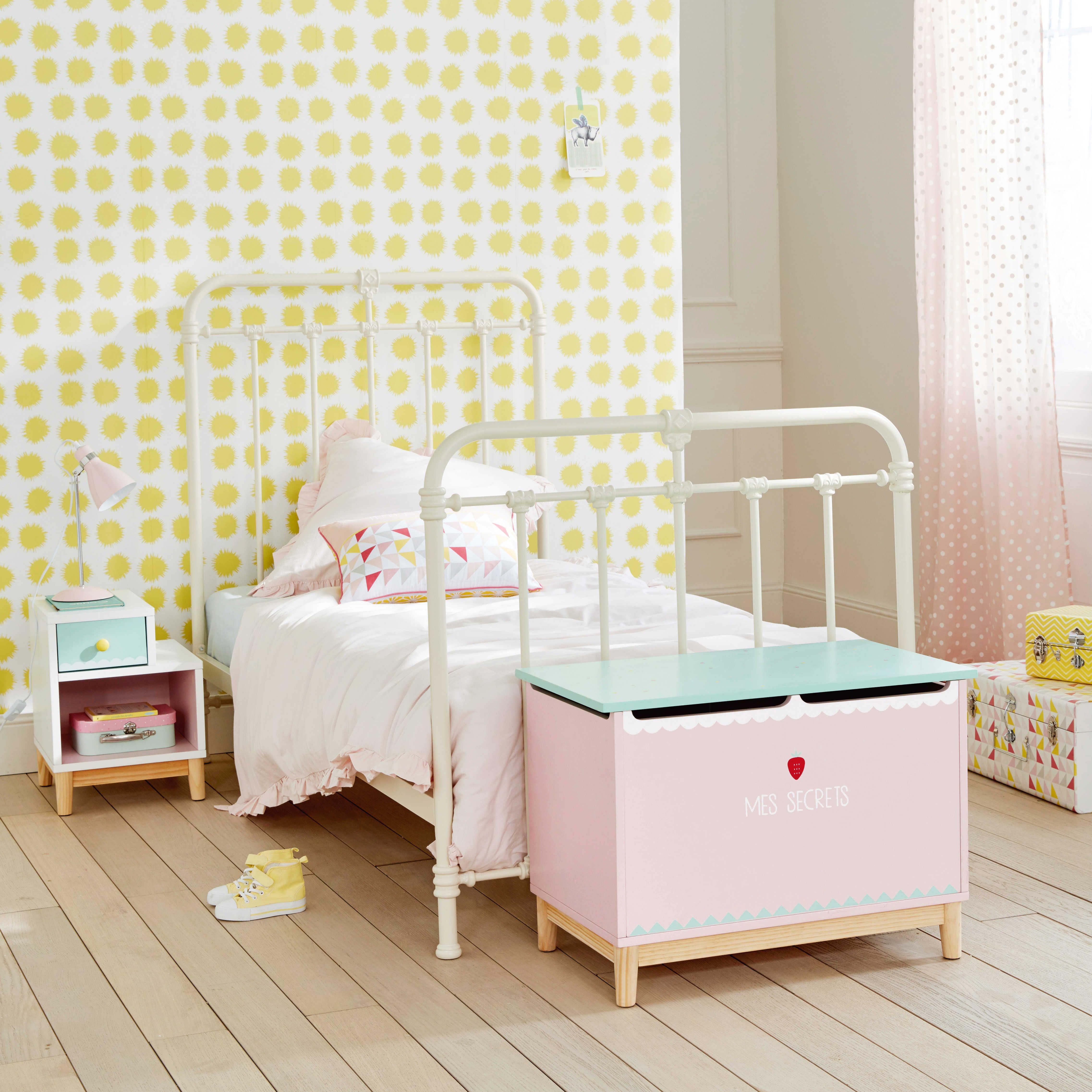 Chambre Fille Chambre D Enfant Table De Chevet Enfant