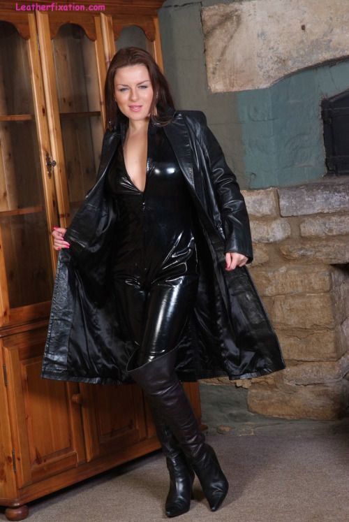 girls who fuck in leather