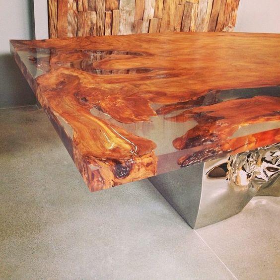 Mesa de madeira maci a com preenchimento das falhas em for Mesas de resina para jardin