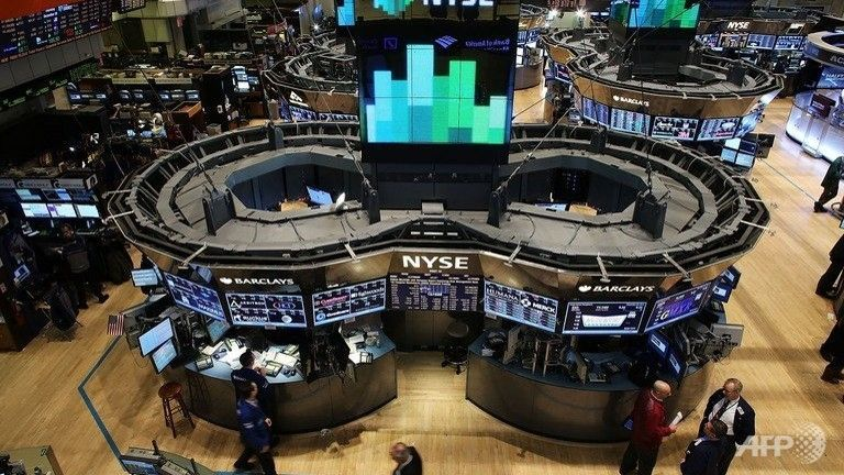 US stocks fall more than 1% as tech slump continues - CHANNEL NEWS ASIA #Markets, #USStocks