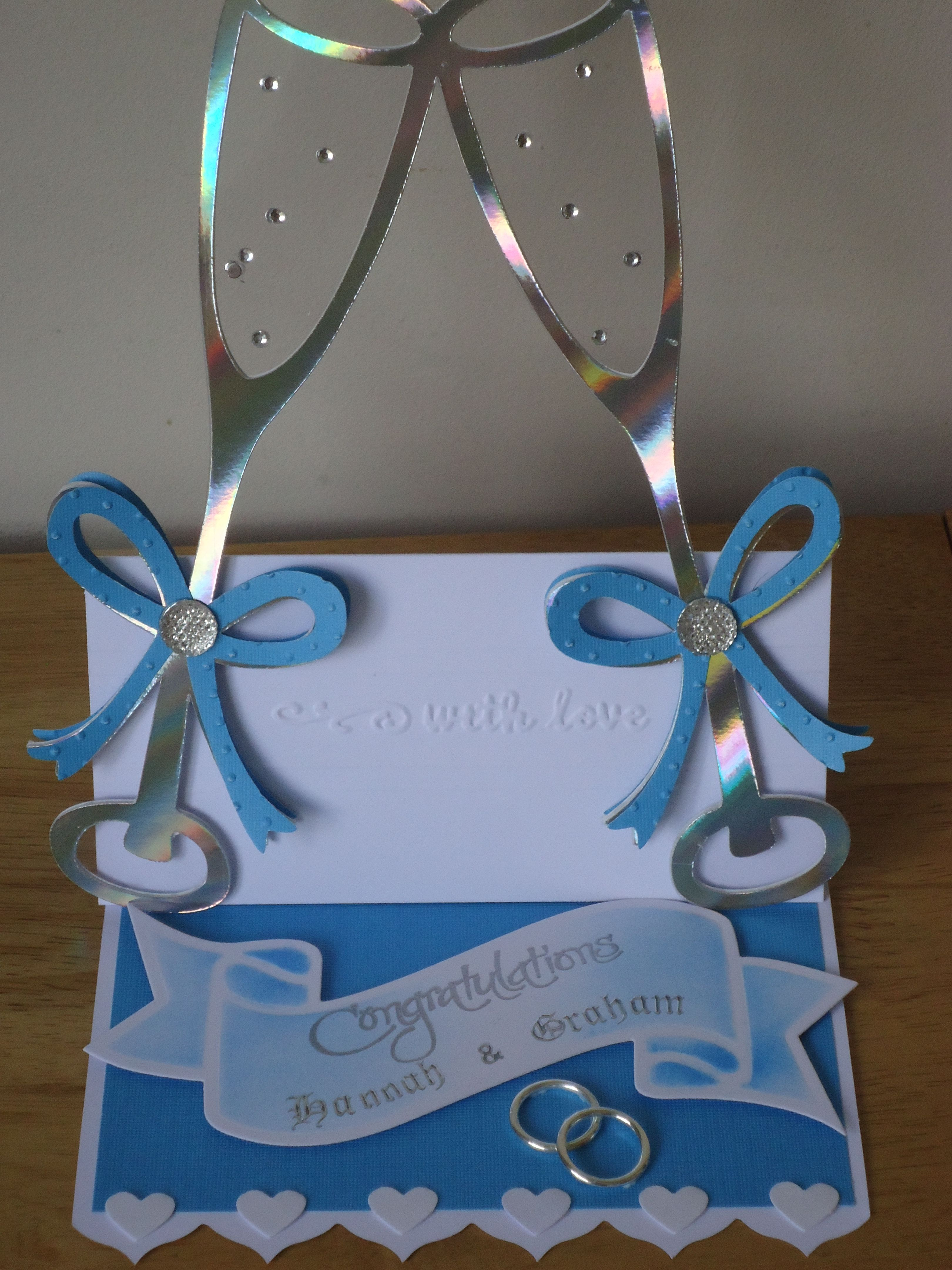 Wedding tent card chanpers glasses from Cricut Stretch