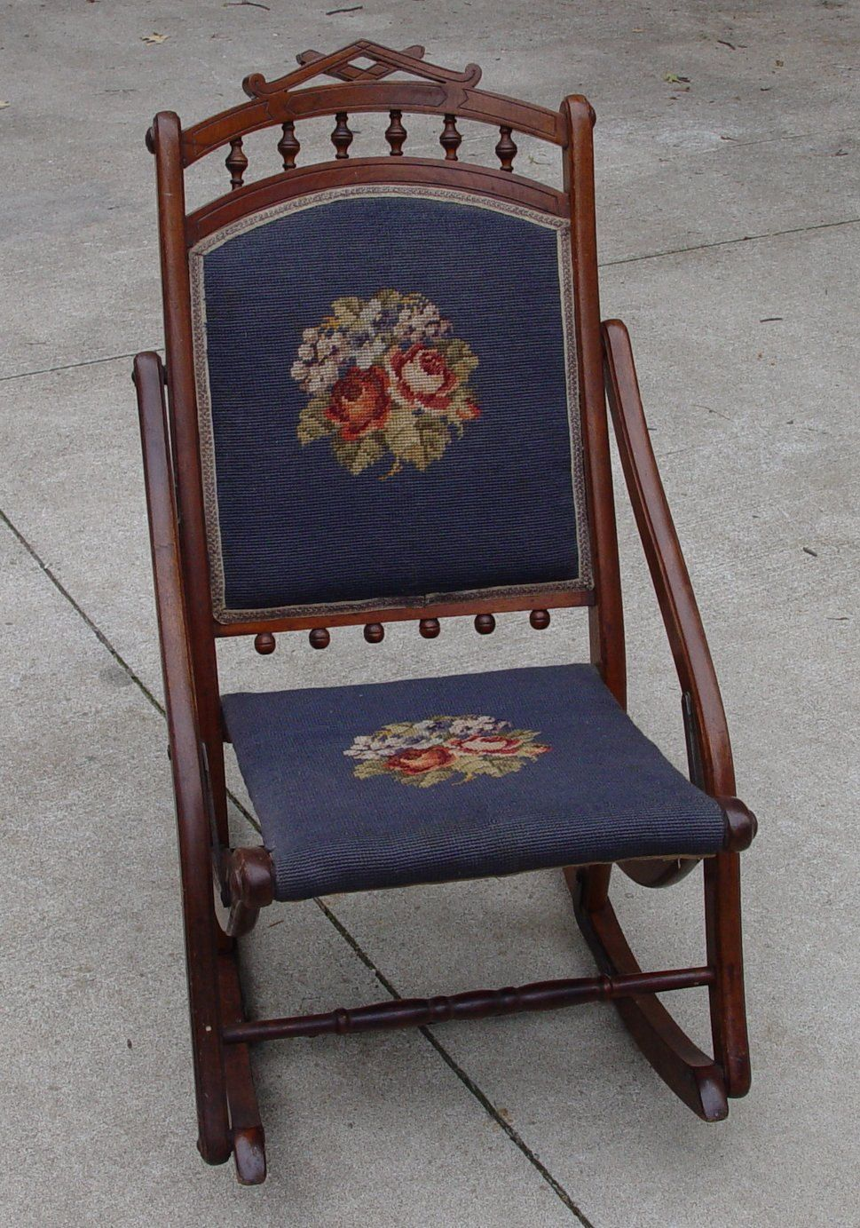 Antique sewing rocking chair - Antique Sewing Rocker Rocking Chair Needlepoint Back And Seat Original Condition Furniture