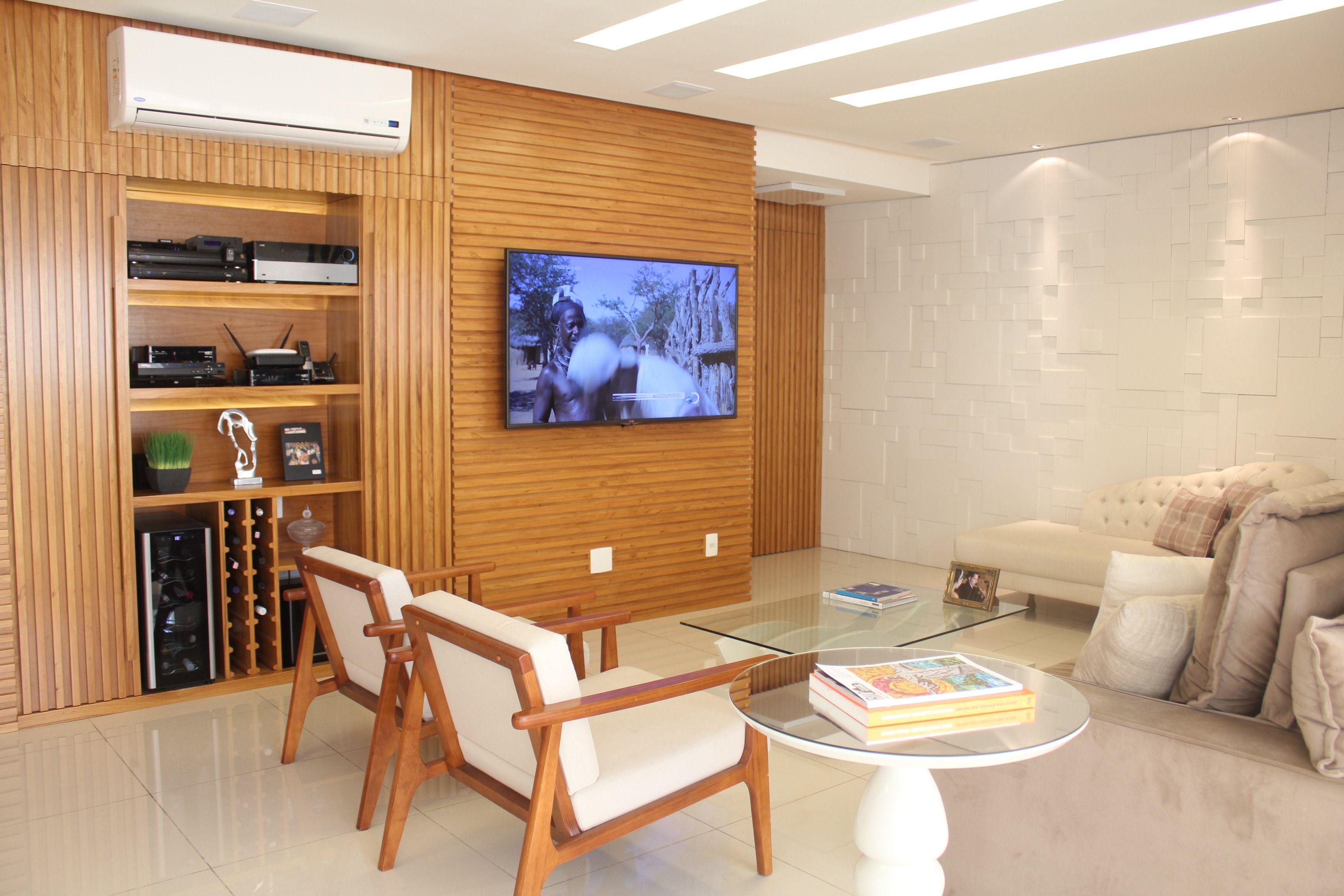 Sala De Estar Com Painel Em Marcenaria Para Tv Equipamentos E Adega  -> Adega Na Sala De Estar