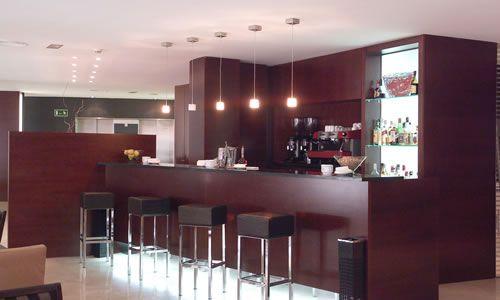 Dise os de cafeterias modernas buscar con google cafeteria for Diseno de interiores cafeterias pequenas