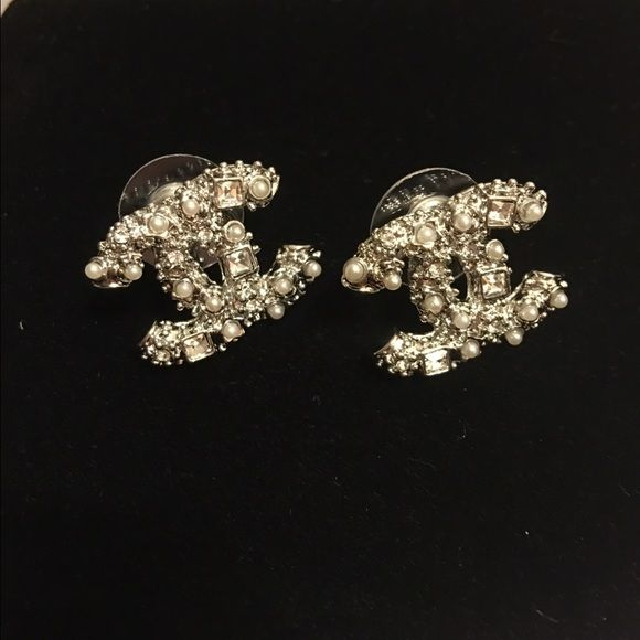 """Chanel earrings Gorgeous """"inspired"""" Chanel earrings with amazing quality you're not going to see any difference from the auth ones i gonna include Chanel logo dust bag (earrings are not auth) Jewelry Earrings"""