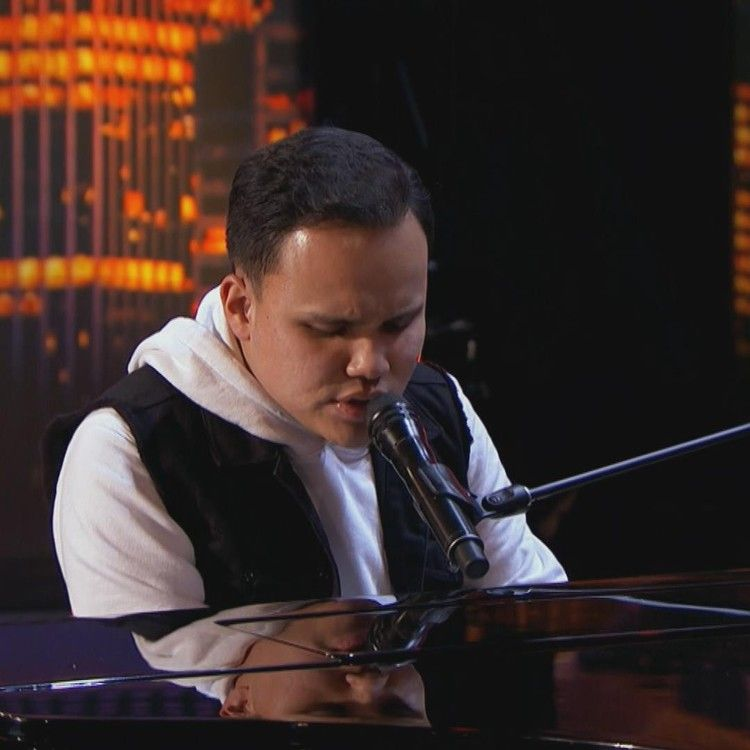 Video 22yearold America's Got Talent contestant brings