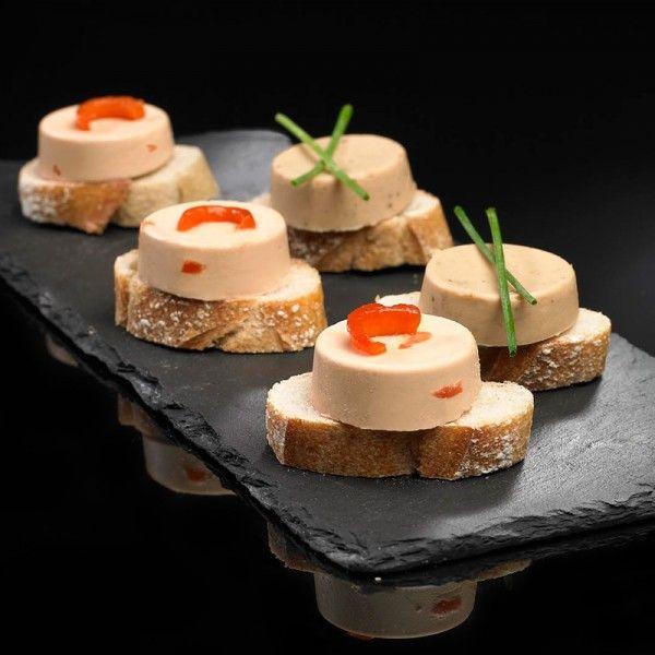 Le foie gras sur toast avec : - Vin blanc Moelleux Fruité/Confiserie (ex : Soyeux) - Vin blanc Sec Fruité/Floral (ex : Les Clous)