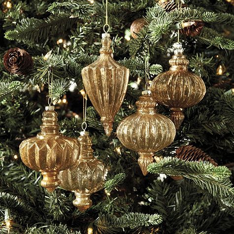 Our Luxe Finial Ornaments look like they belong to another time. Designed in the shape of vintage finials, each is made of faceted glass with gold and coppery silver finishes that glow when your tree is lit.