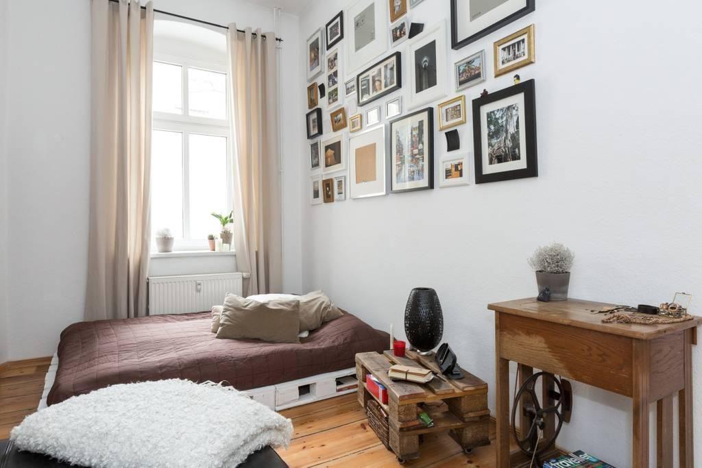 sch ne bildwand und diy m bel f rs geschmacksvolle wg zimmer wg zimmer diy einrichtungsidee. Black Bedroom Furniture Sets. Home Design Ideas
