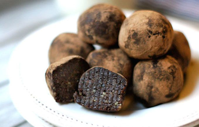 To try - Raw Brownie Bites 1 1/2 cups raw walnut halves 1/4 cup cocoa powder 1 teaspoon vanilla extract 1/4 teaspoon fine sea salt 1 cup soft dates, pitted (about 10 Medjool dates) 1 tablespoon water Additional cocoa powder, for coating (optional)