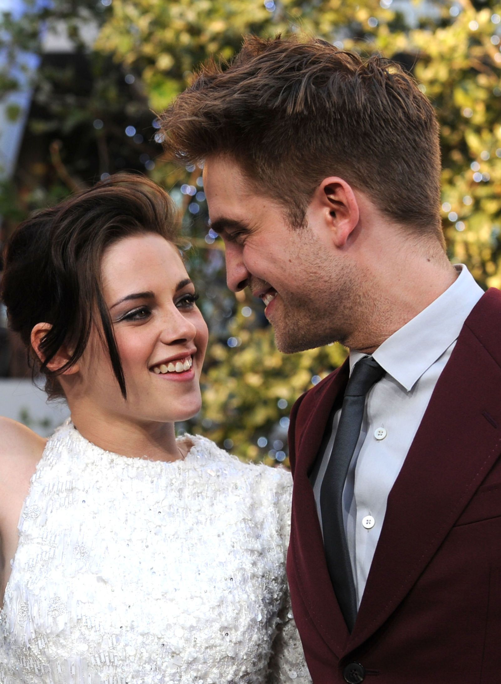"Kristen Stewart on Dating Robert Pattinson ""It Stopped"