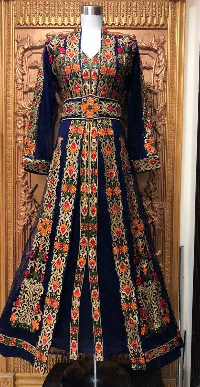 Pin By Sara Shakouri On مطرزات قفطان Dresses Traditional Dresses Batik Dress