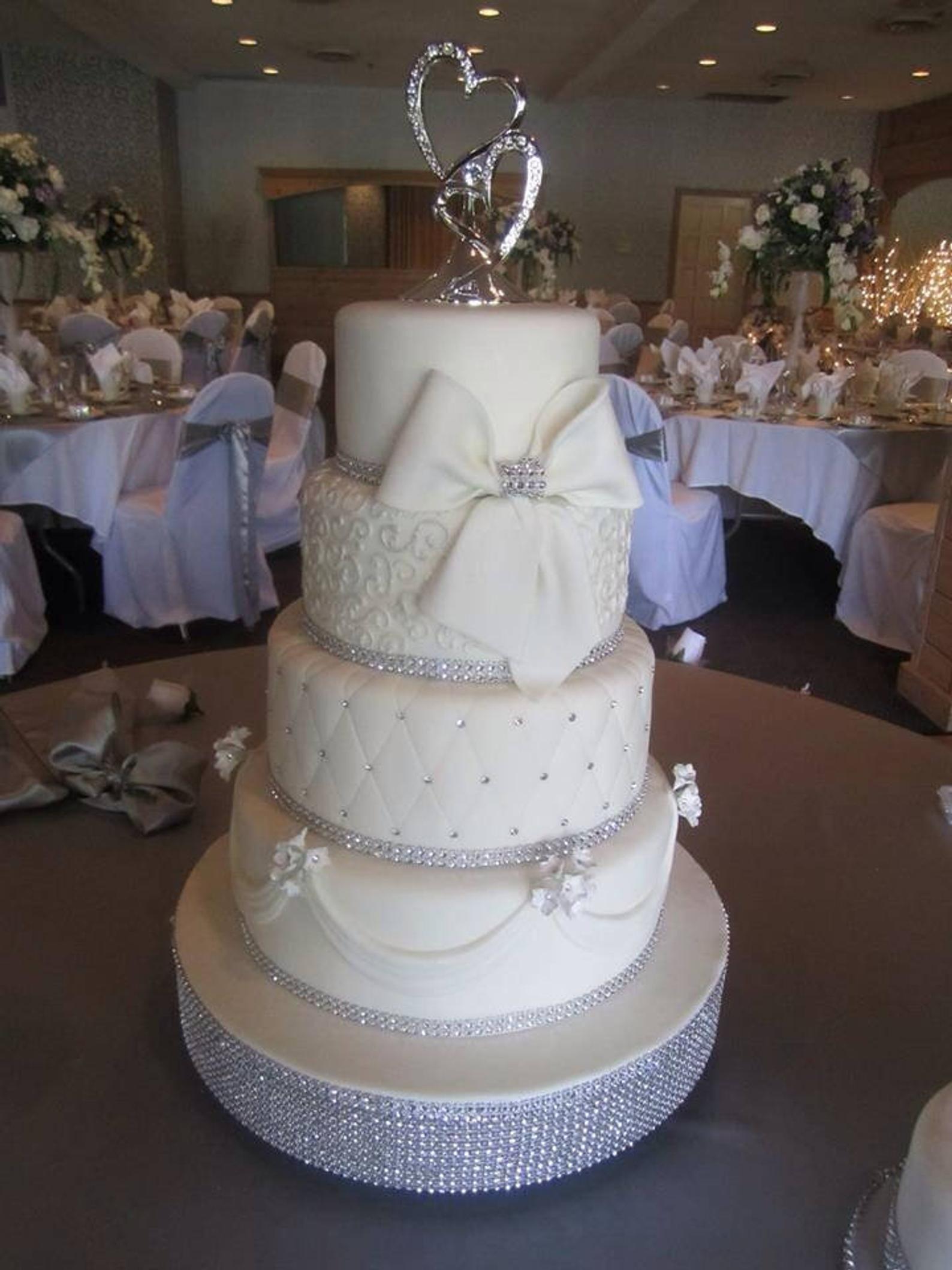14 dazzling diamonds bling wedding cake stand cake