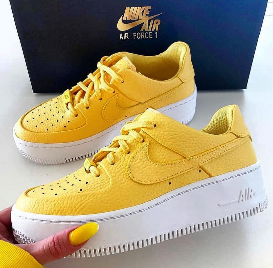 Nike WMNS AIR FORCE 1 SAGE LOW AR5339 700