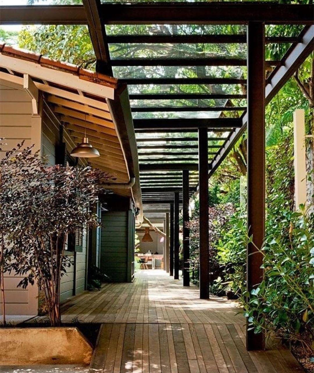 "Casa Mia Design on Instagram: ""Passagem coberta para acessar a área de lazer! Projeto @marcelaarquiteta"""