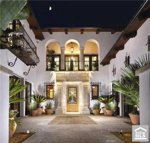 15 Utterly Luxurious Mediterranean Mansion Exterior: Amazing Balcony Above The Door #Spanishstylehomes