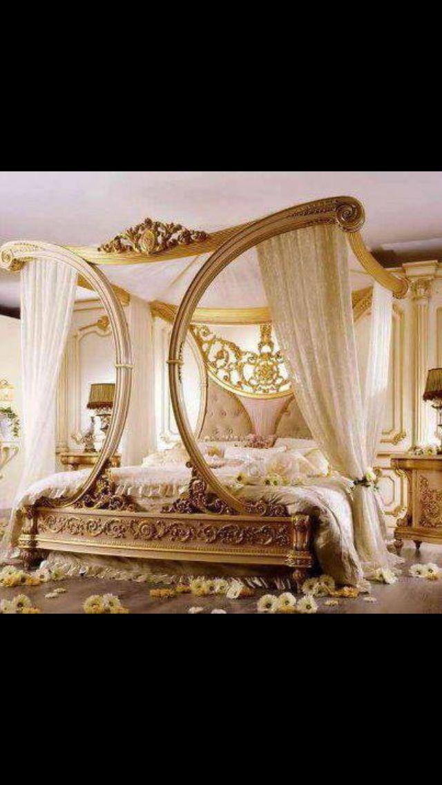 Fancy Bedroom Fit For A Queen Luxurious Bedrooms Chic Bedroom