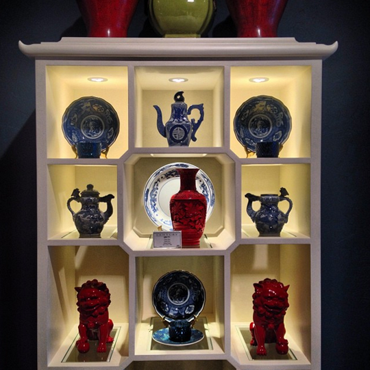 Knobs Pointe Apartments: Chinoiserie Curio Cabinet From Century