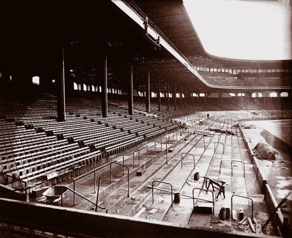 1927: New seating is installed