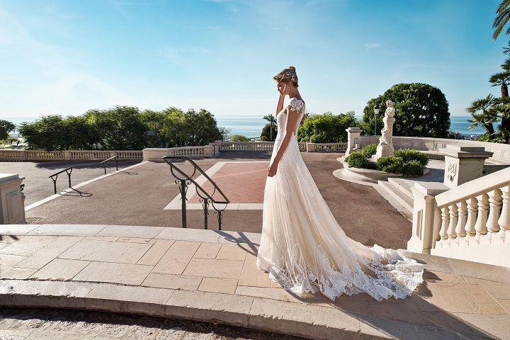 Capsleeve wedding dress | fabmood.com #weddingdress #weddingdresses #bridalgown #weddinggown #weddinggowns #capsleeve