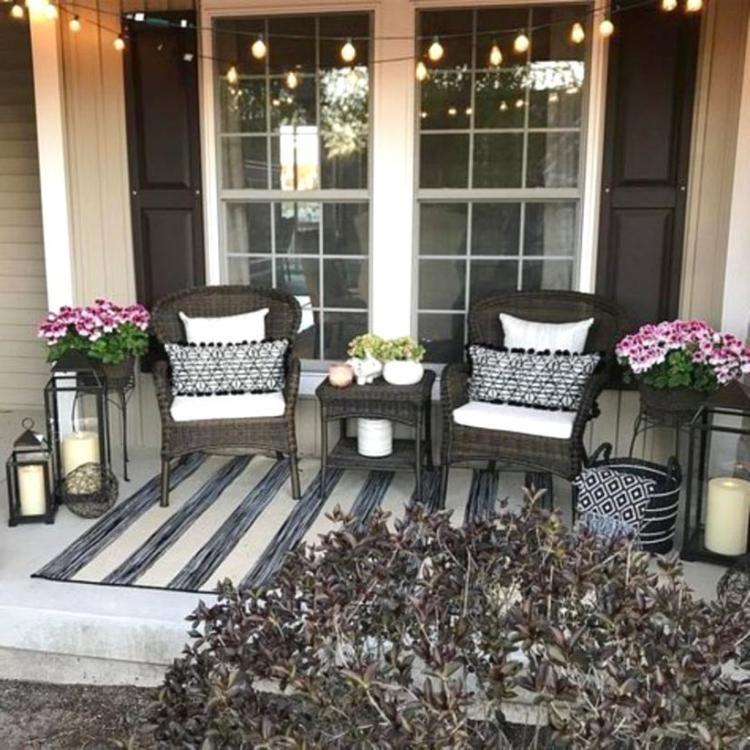 20 Fabulous Farmhouse Front Porch Decorating Ideas In 2020 Front Porch Decorating Farmhouse Front Porches Porch Decorating